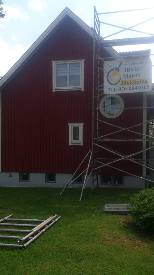 Bild före  Målning av takkupa och fönster och Fasadmålning i Trånghall ... 93d7c2f1c03b5