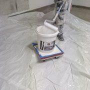 Bild 2 under projektets gång målning av garage för bostadsrättsförening i Huskvarna